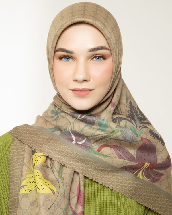 Fragrant Brown Scarf