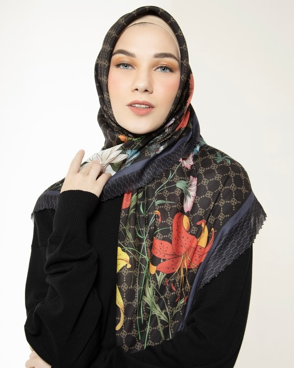 Fragrant Black Scarf